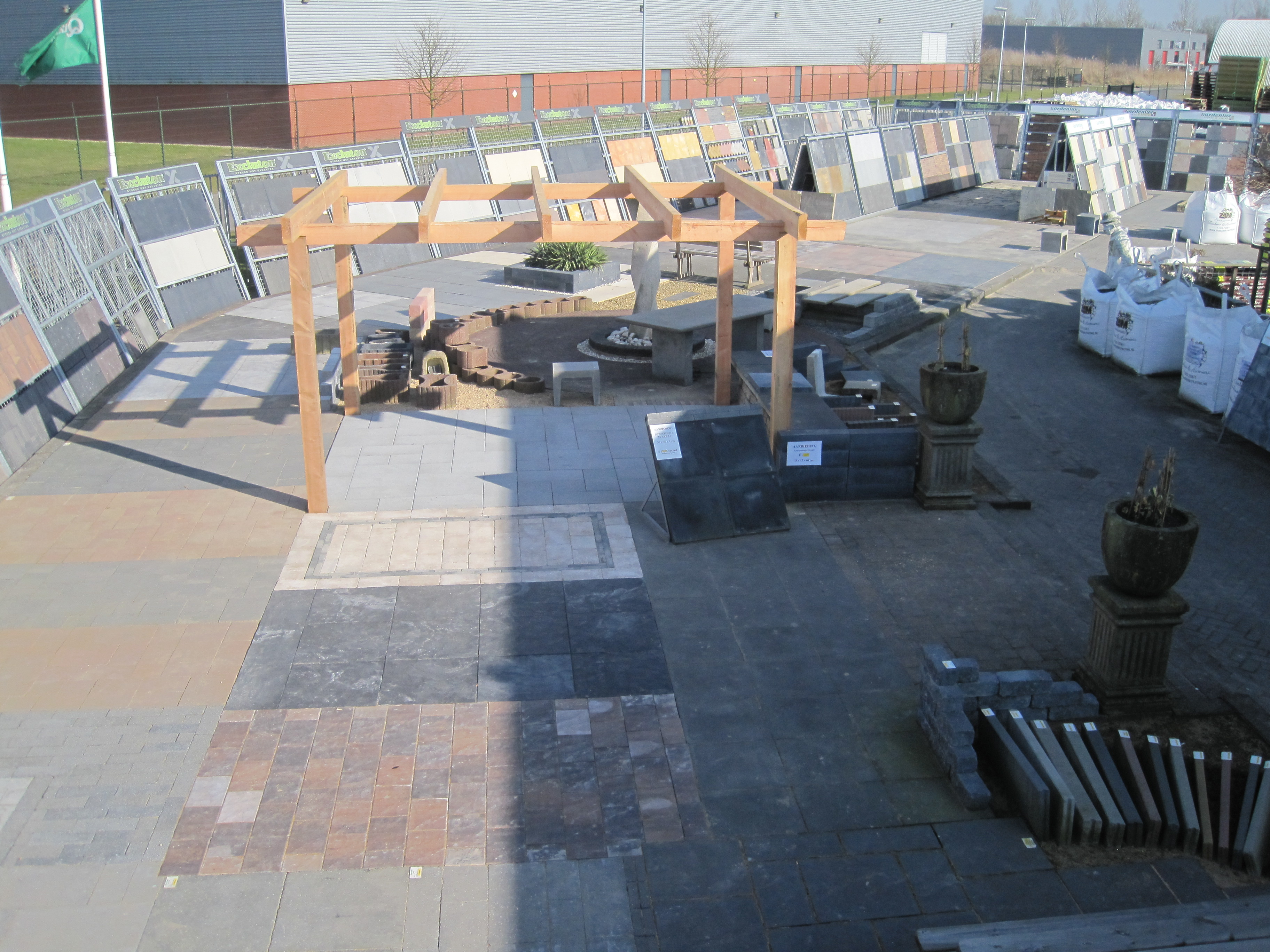 Showroom ZAM Sierbestrating Tuinhout & Hoveniers